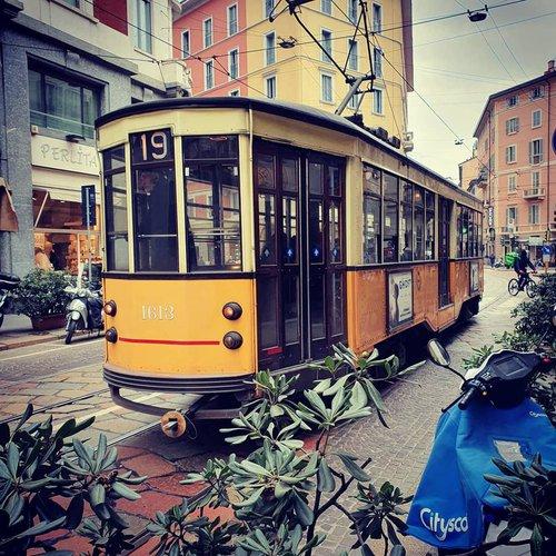 Milan_Tram_01.jpg
